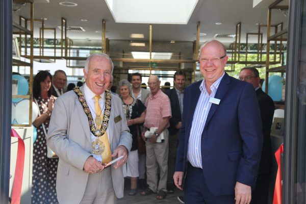 Mayor of Salisbury, Cllr John Walsh and Platinum Skies, Chief Operating Officer David Hines 2